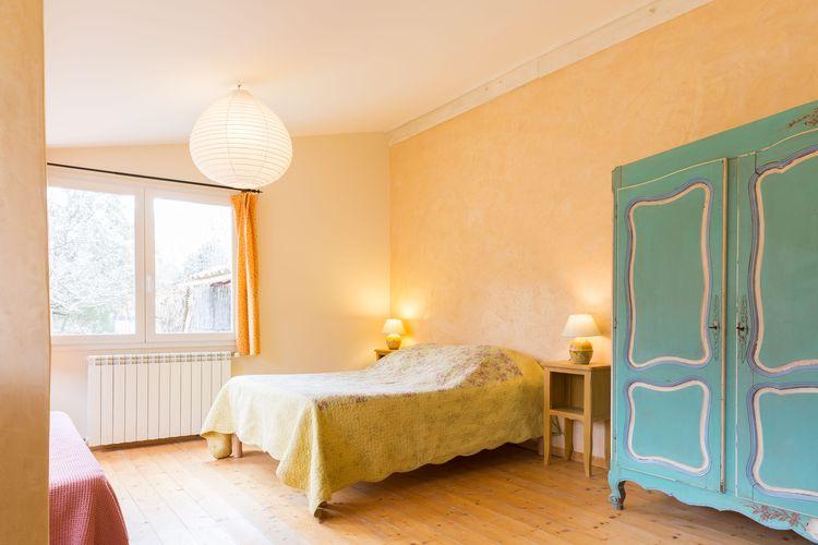 pied-dans-le-potager-celadon-lit-et-armoire