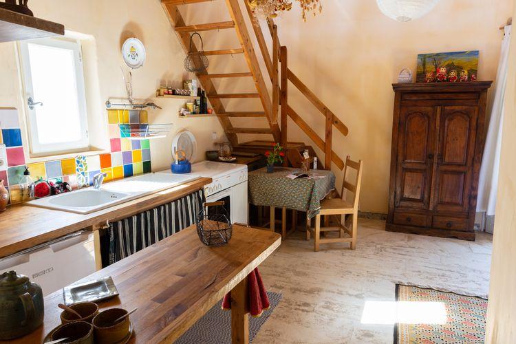 Chez Claire - Cuisine et escalier-750